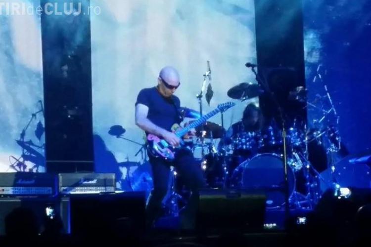 Joe Satriani le-ar fi luat bani fanilor pentru fotografii. Câte 150 de euro bucata