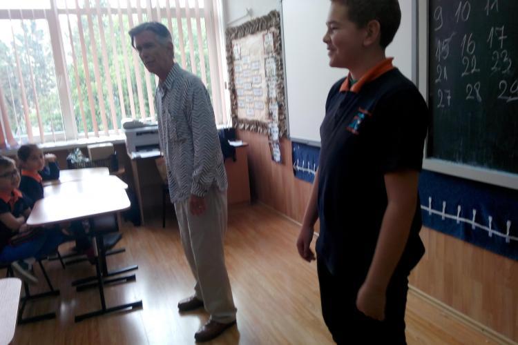 Poveștile prind viață într-o școală din Cluj. Profesorii organizează un festival inedit pentru cei mici VIDEO