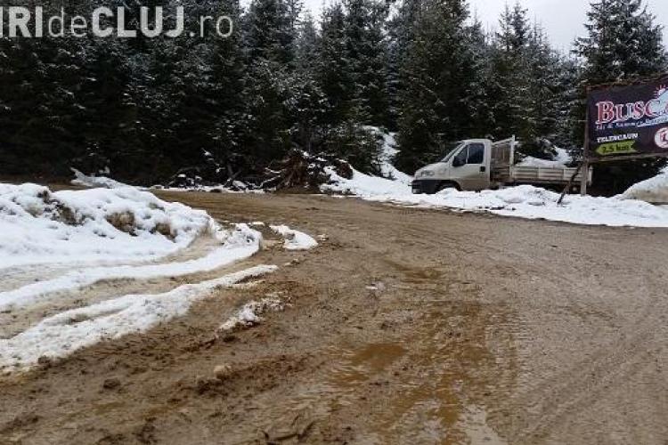 Acuzații GRAVE la adresa Consiliului Județean Cluj: Sunt bani pentru asfaltarea drumului spre Stațiunea Buscat și nu se face nimic