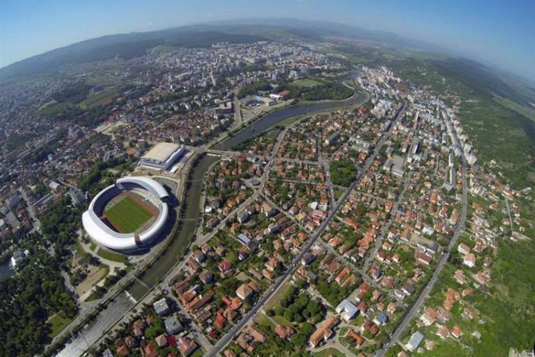 """Un poet a scris """"Te detest, Cluj"""". Internauții se întreabă ce a vrut să spună"""