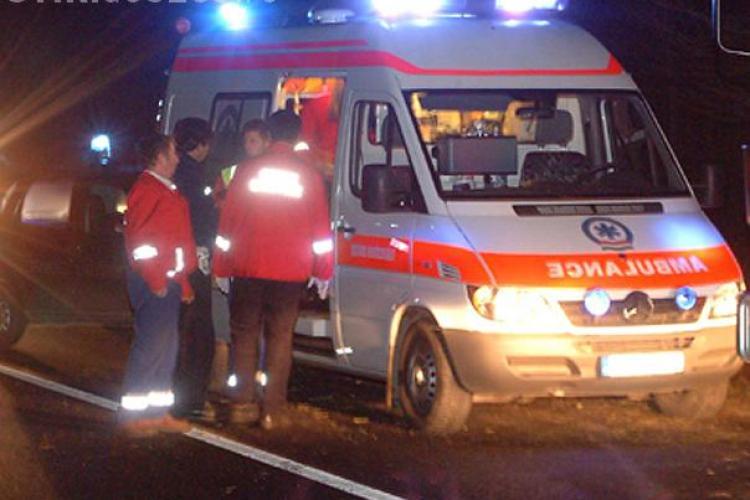 Scuterist lovit de un Jeep pe strada Jozsa Bela, lângă hotel Napoca. A ieșit din curte fix peste biker
