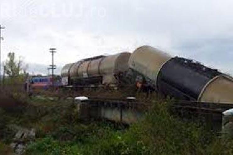 Tren marfar deraiat la Cluj! S-au răsturnat trei vagoane cu motorină - FOTO de la locul INCIDENTULUI