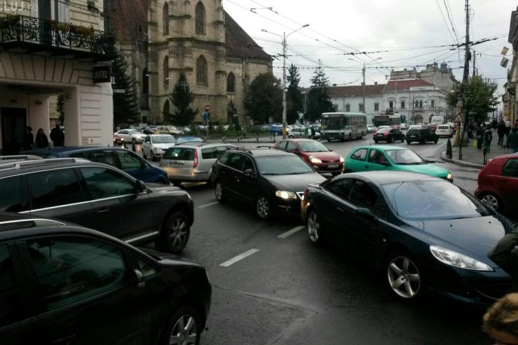 Trafic infernal în centrul Clujului FOTO