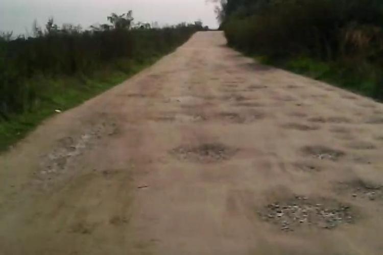 Așa arată drumul Pădureni - Satul lung, drum reabilitat în 2015. E BĂTAIE de JOC - VIDEO