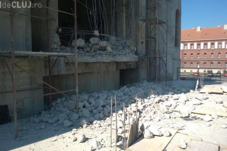Nici nu e gata, că și demolează Catedrala greco-catolică din Piața Cipariu - FOTO