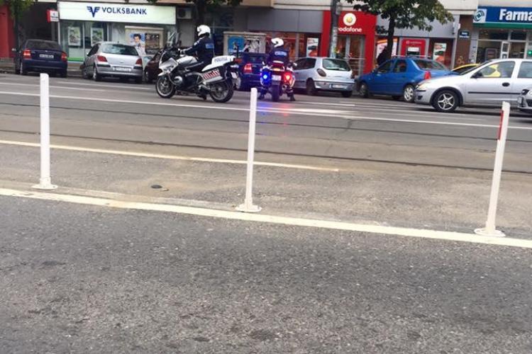 Gest EPIC al unor polițiști români. Au oprit traficul pentru a trece o femeie în scaun cu rotile