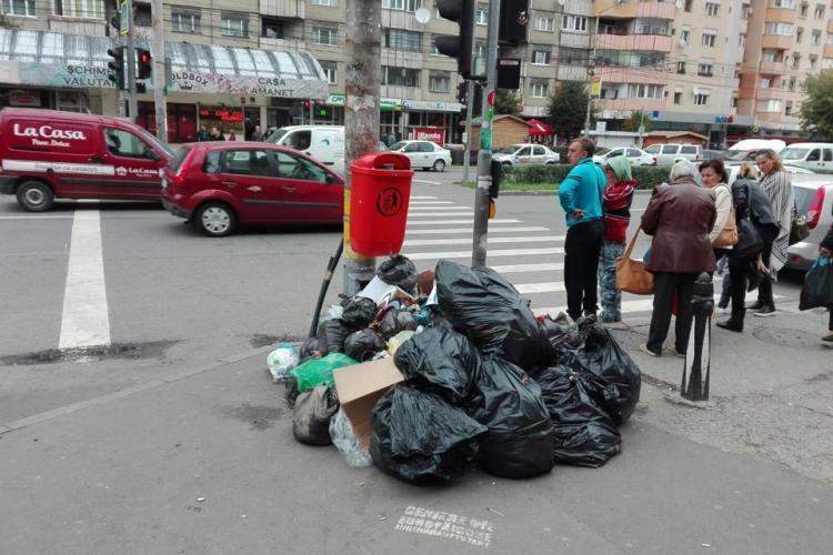 Comercianții din Piața Mărăști aruncă gunoiul în stradă, ca să nu plătescă - FOTO
