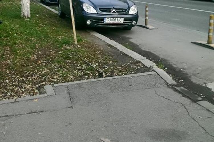 Pistele de bicicliști din Cluj-Napoca sunt parcări. FOTO cu un EXEMPLU