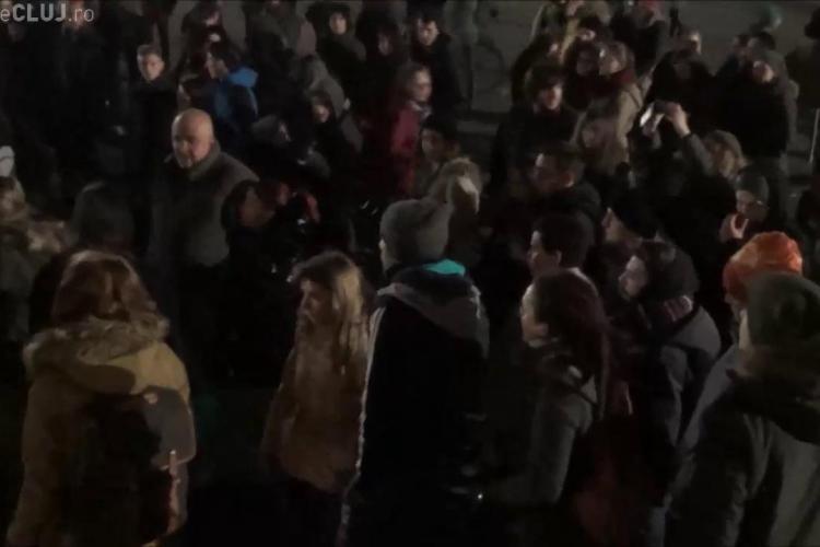 Ceartă între protestatari la Cluj, după ce un timișorean a venit să organizeze protestul: E confiscată mișcarea!  - VIDEO