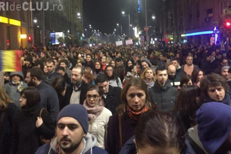 Protest la București. Au ieșit în stradă 30.000 de oameni după tragedia din COLECTIV. Se cere demisia Ponta, Oprea şi Piedone