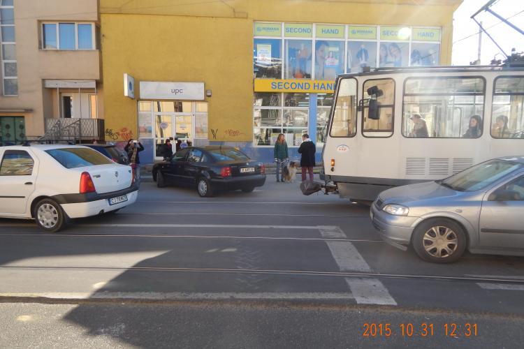 Circulația tramvaielor blocată zeci de minute într-o singură zi la Cluj. Vezi câte blocaje au avut loc din cauza parcărilor neregulamentare
