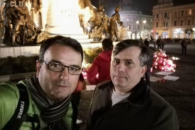 30 de clujeni au ieșit în Unirii la proteste contra autorităților. Lucian Mândruță i-a chemat în stradă