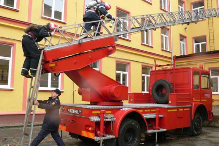 Numai 7% din şcolile din România au autorizaţie de la pompieri