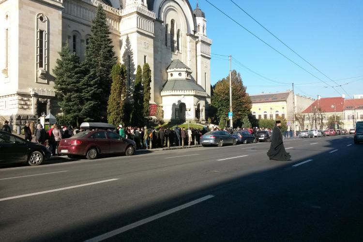 La Cluj nu e coadă la donat sânge, ci la PUPAT Brâul Maicii Domnului - FOTO