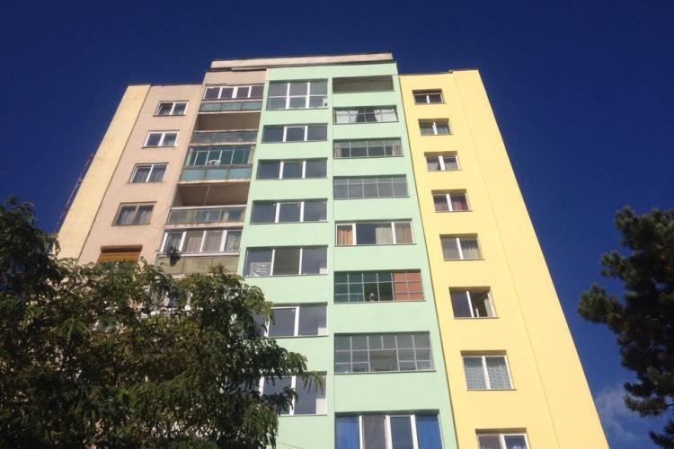 Tragedie în Gheorgheni! Un bărbat s-a aruncat de pe un bloc de 10 etaje - FOTO