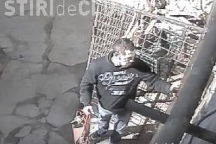 Hoțul suprins de camere în timp ce fura o geantă dintr-o pizzerie din centrul Clujului, depistat de polițiști