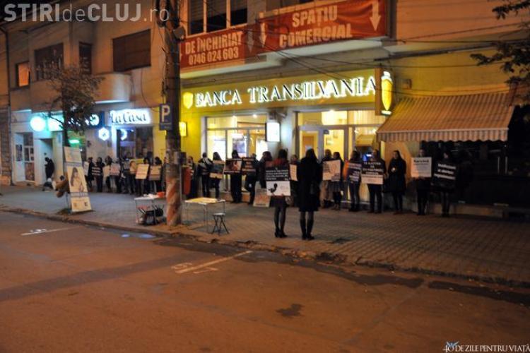 Voluntarii clujeni SUSȚIN că au reușit să închidă un cabinet ginecologic din Piața Cipariu! Medicii NEAGĂ