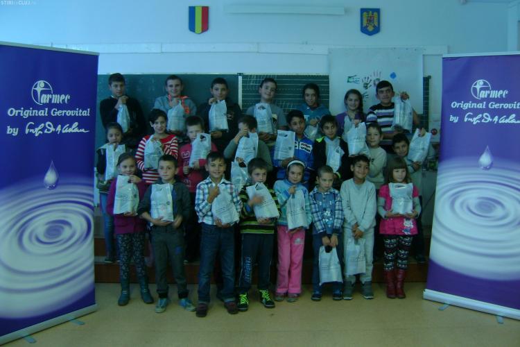 """Clujenii de la Farmec sprijină combaterea abandonului școlar, prin proiectul """"Educație prin igienă"""""""