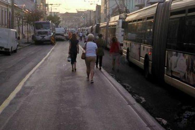 Ploaia a blocat asfaltarea pe strada Moților. Care este stadiul lucrărilor