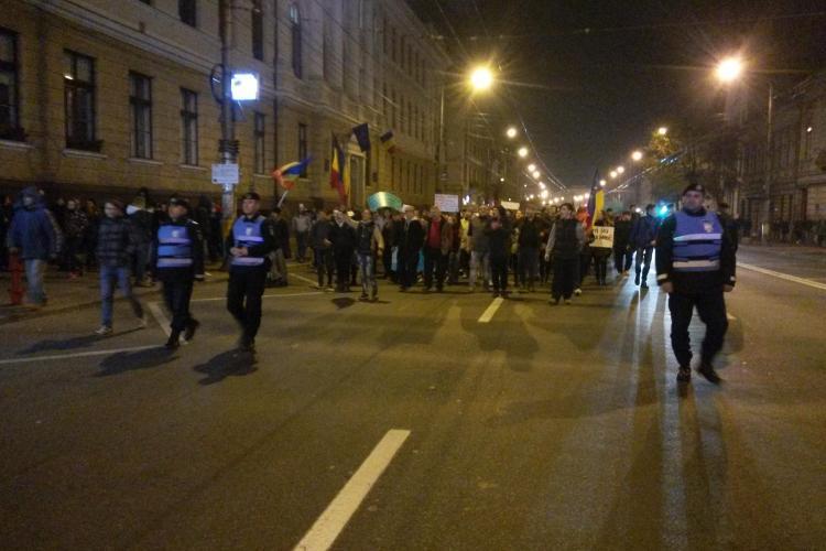 Protest COLECTIV la Cluj. 1.000 de oameni au strigat că vor să CADĂ TOT SISTEMUL - VIDEO