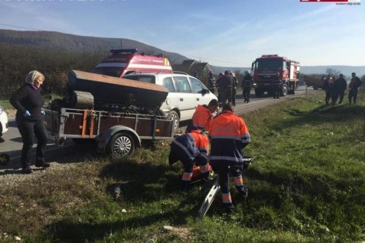 Accident grav pe un drum din Cluj. O femeie a ajuns la spital FOTO