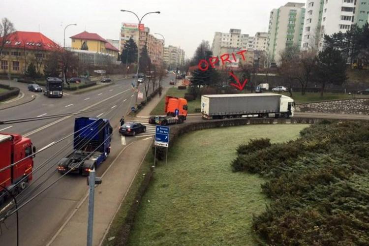 Transportatorii au blocat Nodul N din Mănăștur. Și-au parcat TIR -urile pe stradă - FOTO