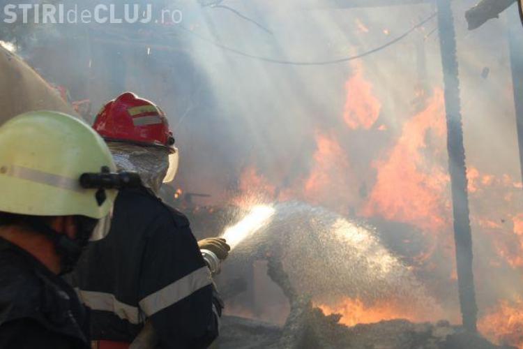 Incendiu pe strada Jupiter, din comuna Baciu
