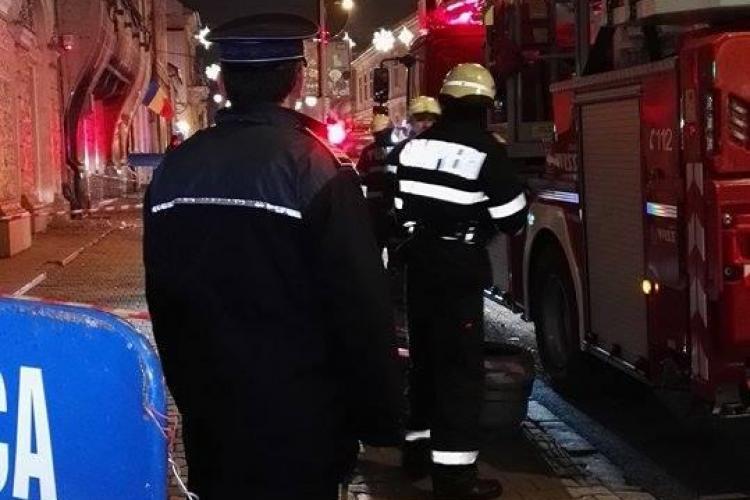 Un ornament de pe Continental a căzut în capul unei tinere / UPDATE: De ce nu se reface clădrea  - FOTO