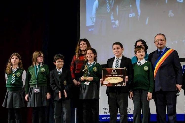 """Elevii și profesorii de la Transylvania College au luat premiu la Gala de Excelență """"10 pentru Cluj"""""""