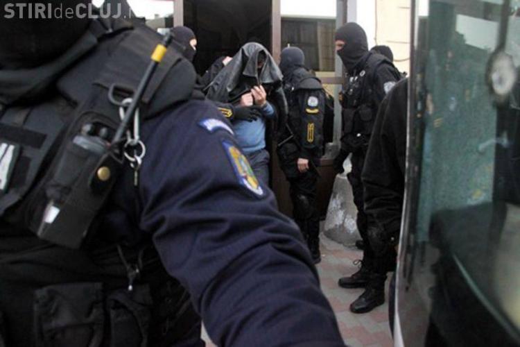 Bărbat tâlhărit pe stradă în Florești. L-au imobilizat, lovit și jefuit