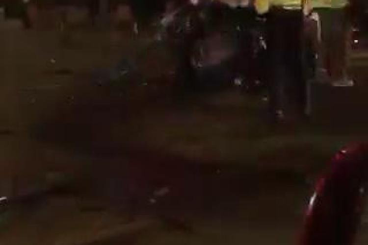 Accident GRAV în fața Prefecturii Cluj! O șoferiță a făcut prăpăd. A fost PROIECTATĂ pe trotuar - VIDEO