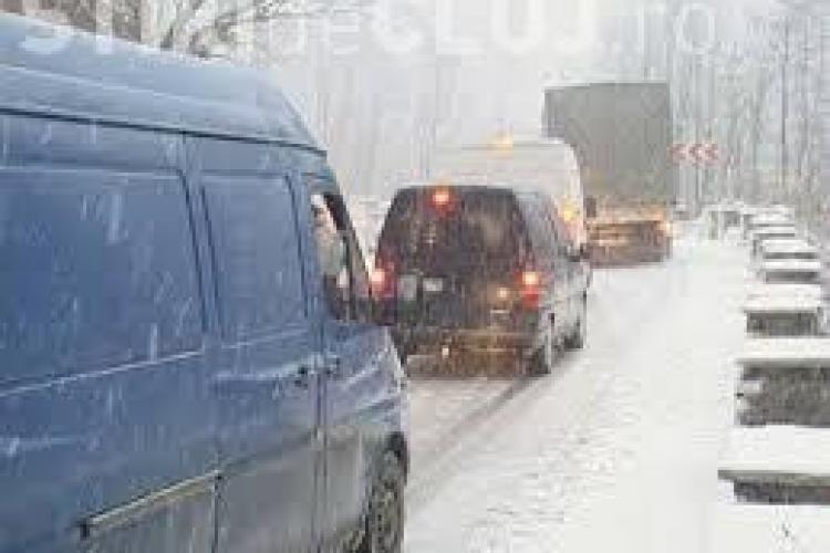Circulația îngreunată pe un drum din Cluj! Zăpada deja le dă bătăi de cap autorităților UPDATE