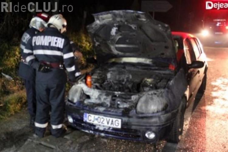 Un clujean s-a trezit că i-a luat foc mașina în timp ce conducea VIDEO
