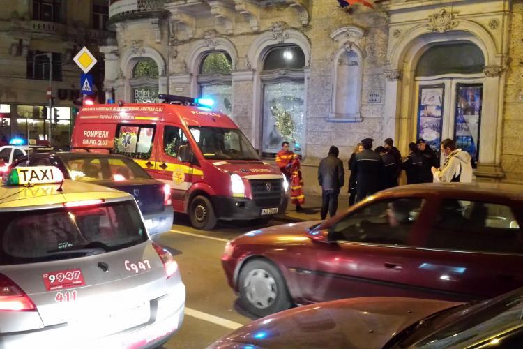 Se dezmembrează fațada de la Continental - Incidentul în imagini - FOTO