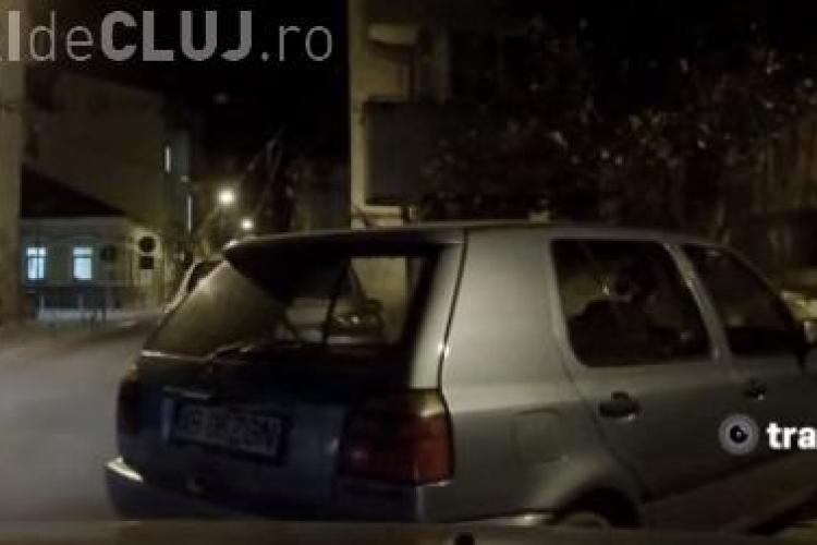 Cum se dărâmă un stâlp cu mașina la Cluj VIDEO
