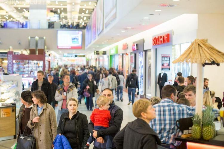 Peste 200.000 de clujeni au ieșit la cumpărături de Black Weekend, la Iulius Mall (P)