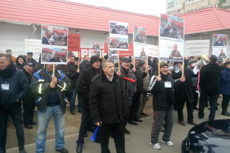 Protest împotriva lui Seplecan în fața Consiliului Județean Cluj. Întors de la Muntele Athos, Seplecan i-a ignorat pe oameni