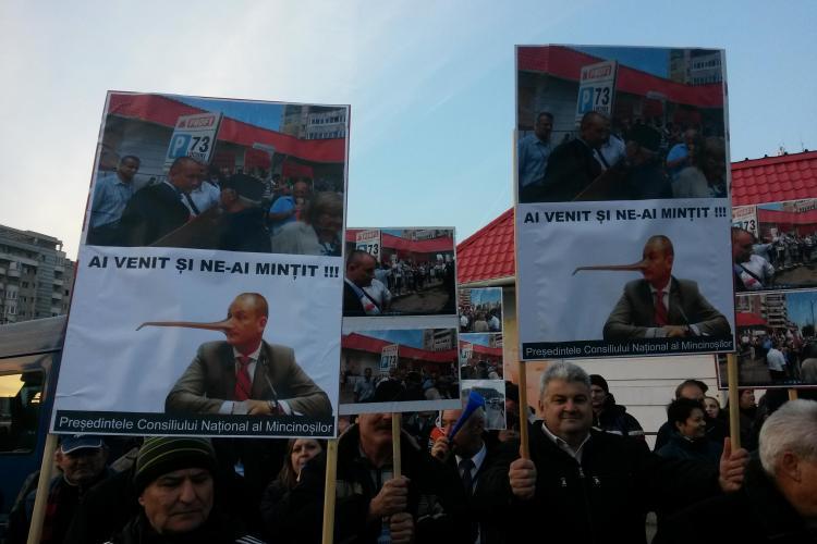 Protest la Consiliul Județean Cluj. Angajații cer bani de investiții pentru Aeroport, Seplecan se roagă la Muntele Athos - VIDEO