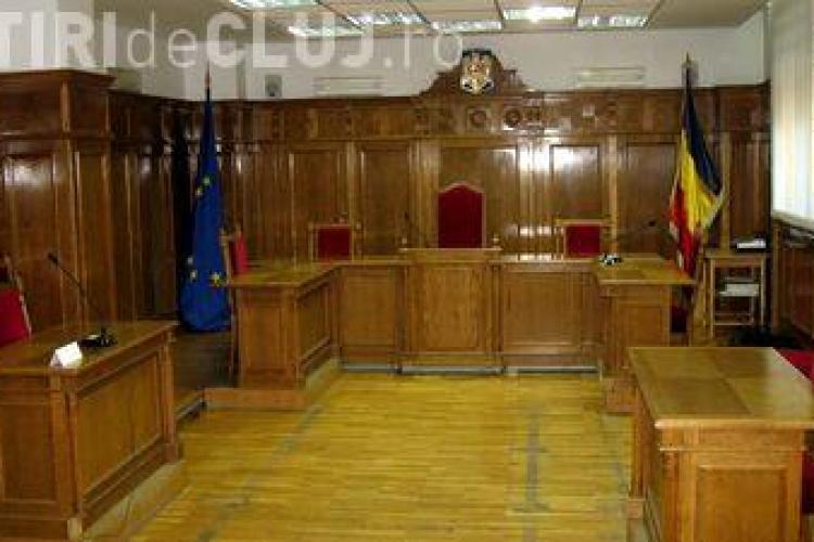 CSM -ul e atacat de la Cluj: Masa procurorilor din sala de judecată e cu 20 de cm mai înaltă față de cea a avocaților