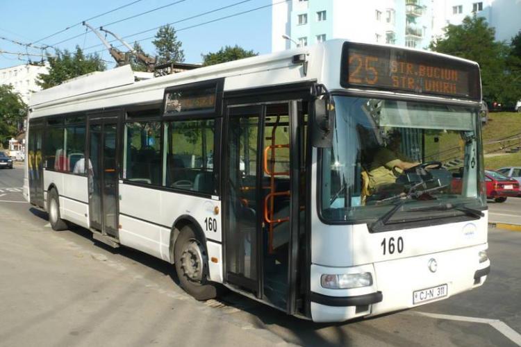 Un clujean VITEAZ și-a bătut iubita în autobuz, sub privirile tuturor. Reacția victimei este INCREDIBILĂ