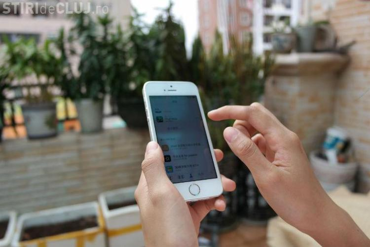STUDIU Deloitte: Convorbirile telefonice scad și se folosesc aplicaţiile de chat