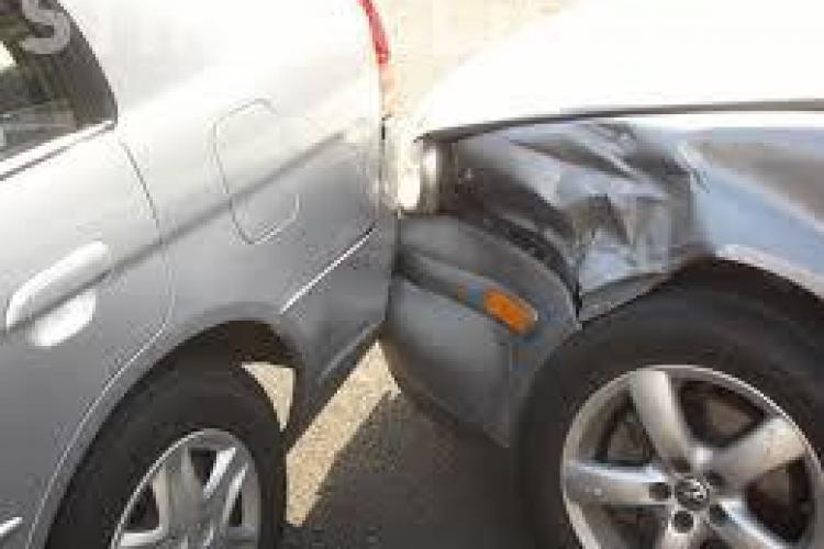 Accident rutier cauzat de un șofer clujean, de 77 ani. S-a urcat beat la volan și nu a mai fost în stare să oprească la timp