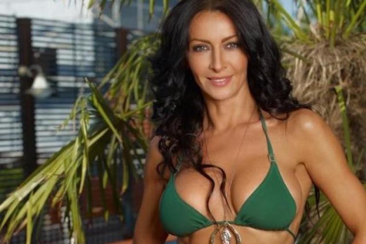 Mihaela Radulescu e dezbrăcată în piscină. Diva face furori - FOTO
