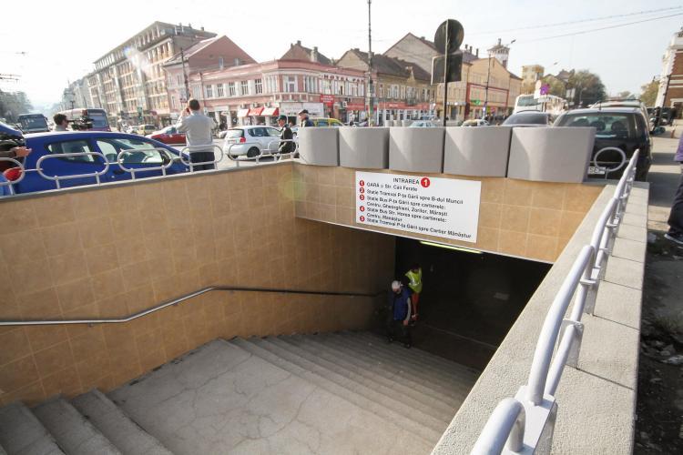 """Clujeancă prinsă după ce a jefuit un bărbat în pasajul din Piața Gării. I-a luat banii și a mers la """"păcănele"""""""
