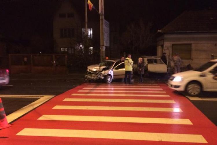 """Accident în Someșeni. O Dacia """"sicriu"""" a ajuns într-o casă - FOTO"""
