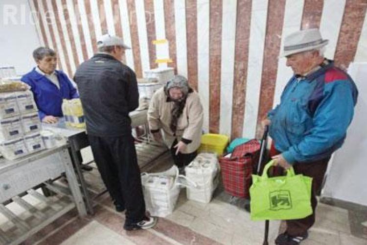Primăria Cluj-Napoca distribuie pachete de alimente prin programul inițiat de Emil Boc
