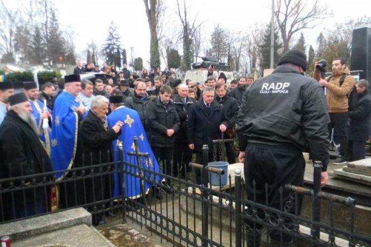 20 de preoți la slujba de înmormântare a soției lui Gheorghe Funar - FOTO