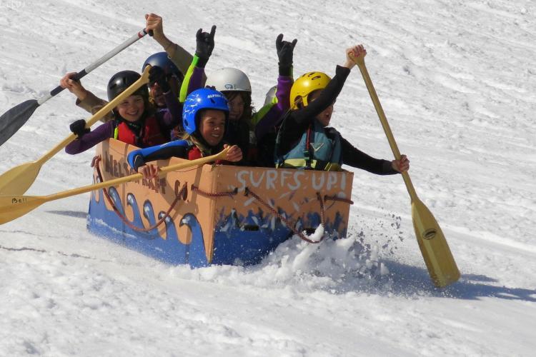 Feleacu Winter Games la Cluj. Va fi primul concurs cu sănii de carton din Cluj - FOTO