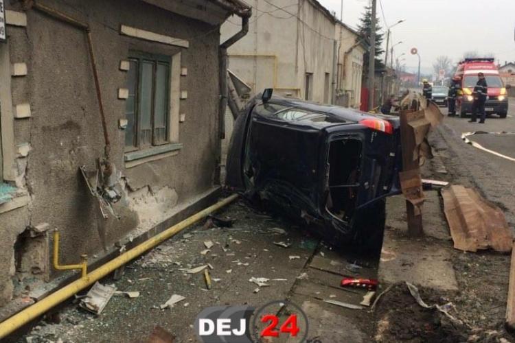 Accident GRAV la Cluj! A zburat cu mașina într-o casă - VIDEO