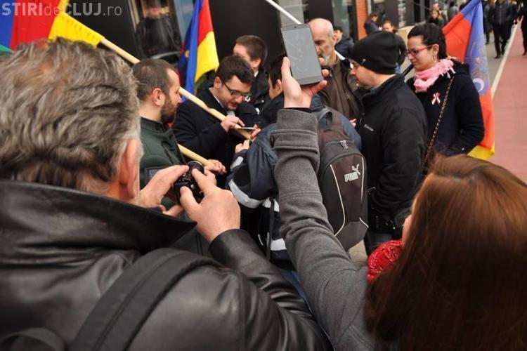 Tineri legitimați la Ziua Maghiarilor de Pretutindeni pentru că purtau steaguri care instigă la ură interetnică - FOTO